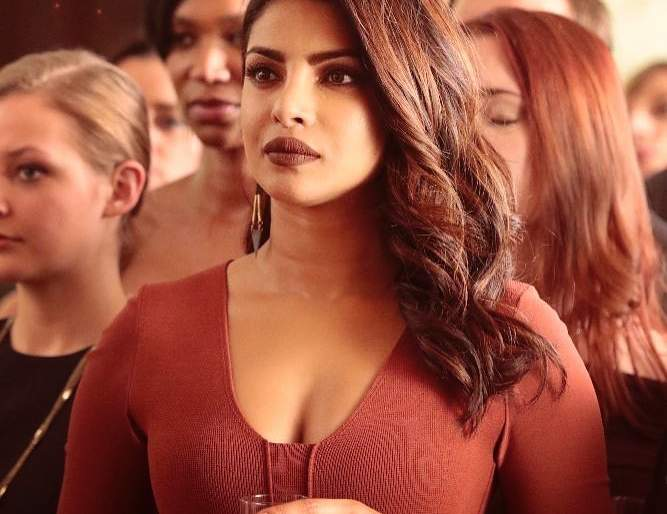 Priyanka Chopra who spoke anti-India dialogue in Quantico, people said, 'Shame you!' | 'क्वांटिको'मध्ये भारताविरोधी डायलॉग बोलणाऱ्या प्रियांका चोप्राला लोकांनी म्हटले, 'शेम आॅन यू'!