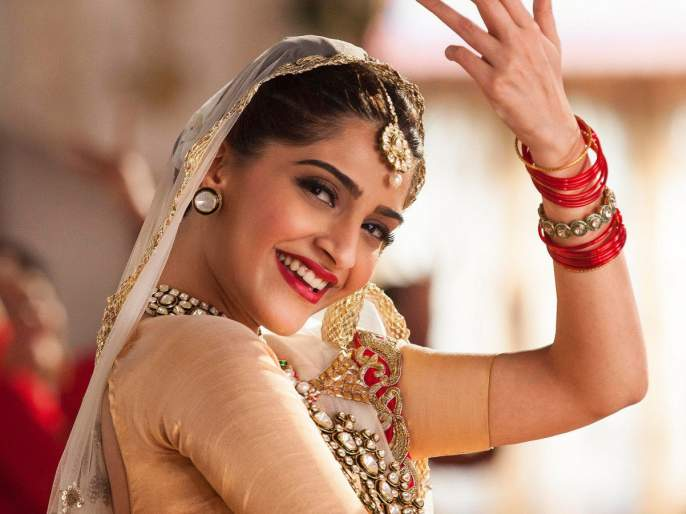 What did Sonam Kapoor say about this from sex to co-star?   को-स्टारसोबत सेक्स करण्यावरून 'हे' काय बोलून गेली सोनम कपूर?