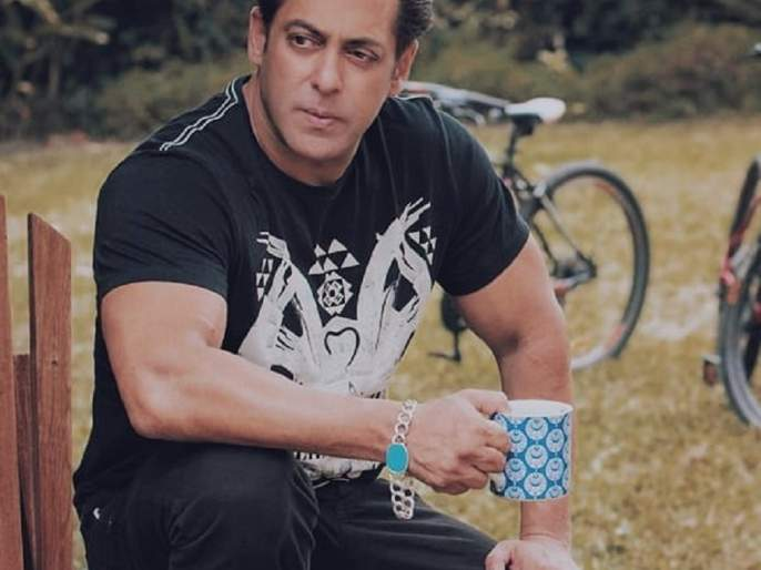 Video: Brothersman Salman Khan plays 'Race' with a horse; Look, whoever wins the victory !! | Video: भाईजान सलमान खानने लावली घोड्यासोबत 'रेस'; पाहा, कुणाचा झाला विजय!!