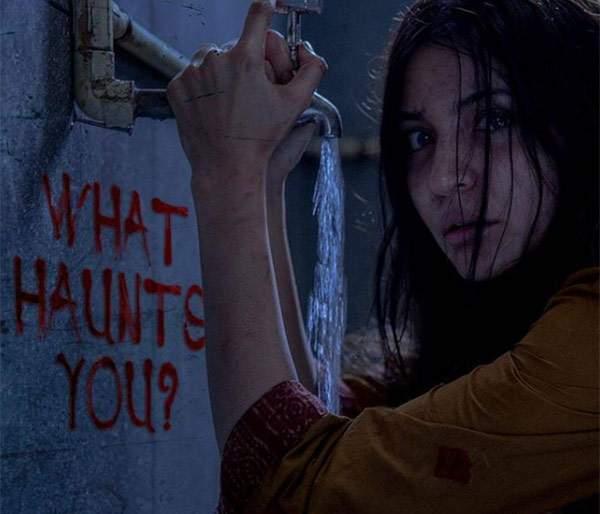 You will be shocked to see Anushka Sharma's new English poster! | अनुष्का शर्माच्या 'परी'चे नवे पोस्टर बघून तुमचा होईल थरकाप!