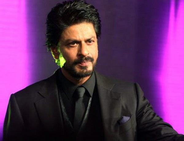 Shahrukh Khan wants to run the house even after becoming a superstar   सुपरस्टार झाल्यानंतरही घर चालवण्यासाठी शाहरुख खान करायचे 'हे' काम