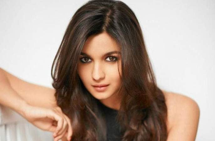 Alia Bhatt signed another big budget movie | आलिया भट्टने साईन केला आणखीन एक बिग बजेट चित्रपट