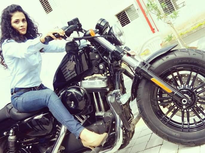 Have you seen the love of Deepika Bachi? | दीप्तीचे बाईक प्रेम तुम्ही पाहिले आहे का?