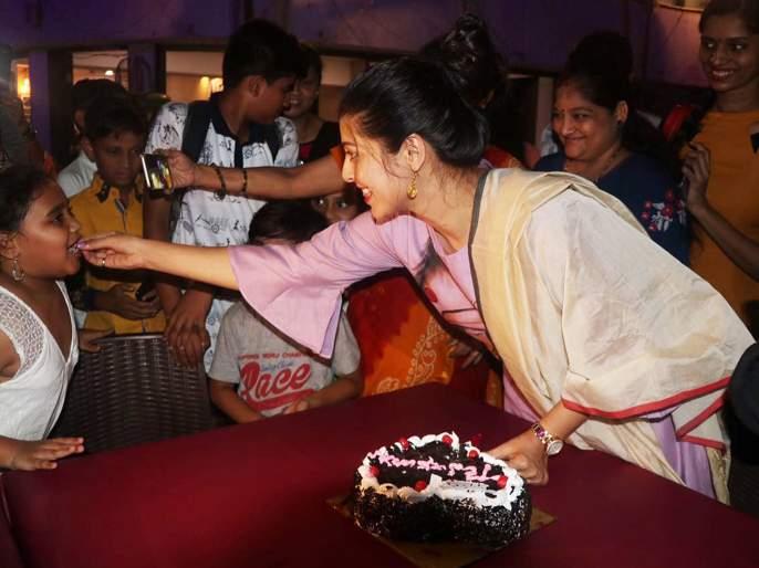 For this reason, Tejaswini Pandit celebrates birthday with fans   'या' कारणामुळे तेजस्विनी पंडितने चाहत्यांसोबत साजरा केला वाढदिवस