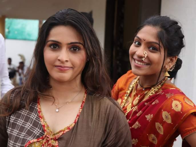 Lakshmi is always the best friend of Mangalma Setwaar Surabhi Hande and Samrudhi Kelkar   लक्ष्मी सदैव मंगलमच्या सेटवर सुरभी हांडे आणि समृद्धी केळकर बनल्या बेस्ट फ्रेंड्स