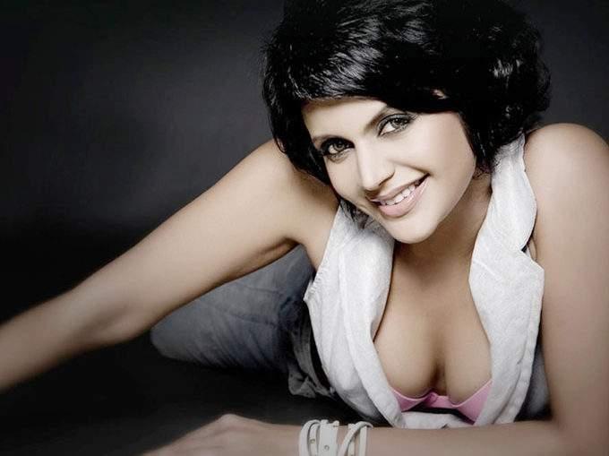 Mandira Bedi said on Casting Couch, 'Tali does not play with one hand'!   कास्टिंग काउचवर मंदिरा बेदीने म्हटले, 'टाळी एका हाताने वाजत नाही'!