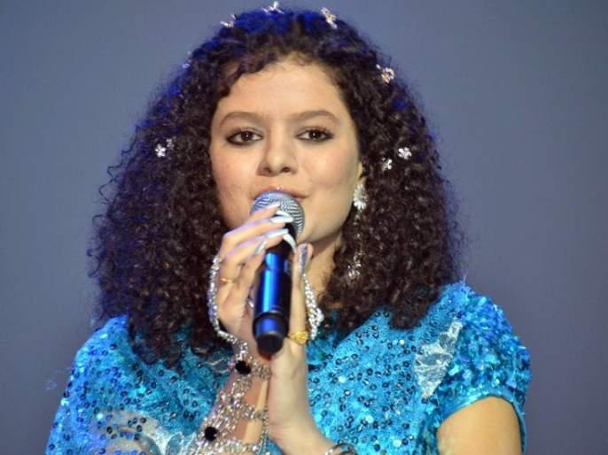Singer Palak Mukhhal's mother abused in Taj Mahotsa! Strike on stage!   ताज महोत्सवात सिंगर पलक मुछालच्या आईसोबत गैरवर्तन ! मंचावर हाणामारी !!