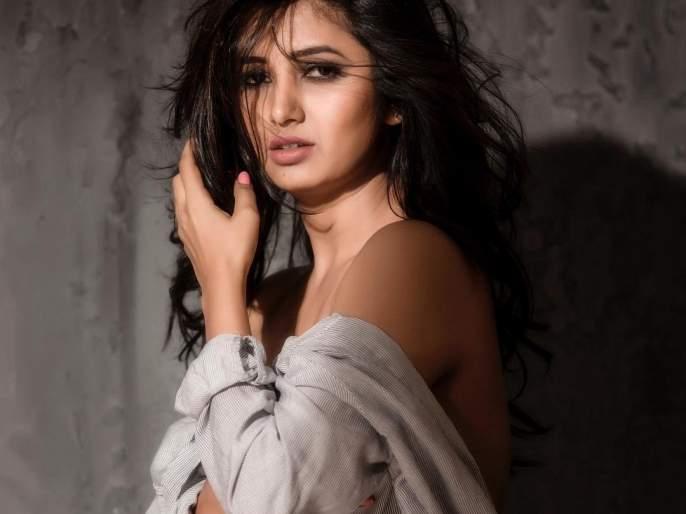 Have you seen this painful act of Prajakta Mali? | अभिनेत्री प्राजक्ता माळीचा हा घायाळ करणारा अंदाज तुम्ही पाहिलाय का?