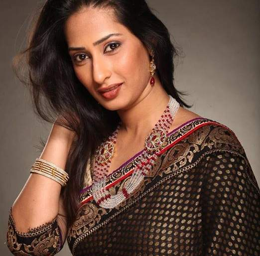 Priya Marathe has a challenging role in 'She and Others' | 'ती आणि इतर'सिनेमात प्रिया मराठेची आव्हानात्मक भूमिका