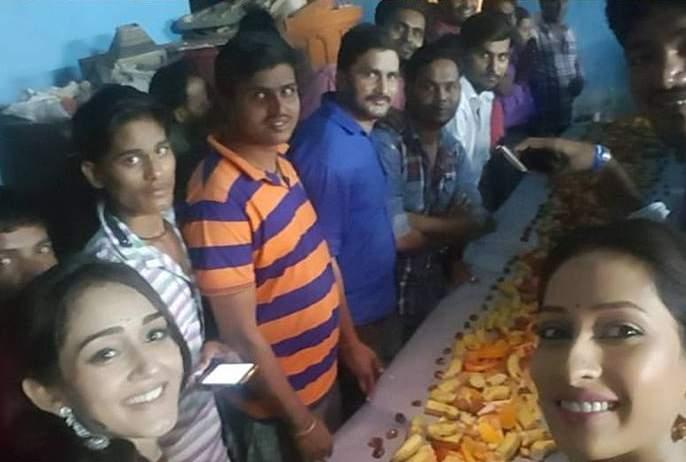 Iftar party set-up of 'companionship companions' | 'साथ निभाना साथियाँ'च्या सेटवर इफ्तार पार्टी