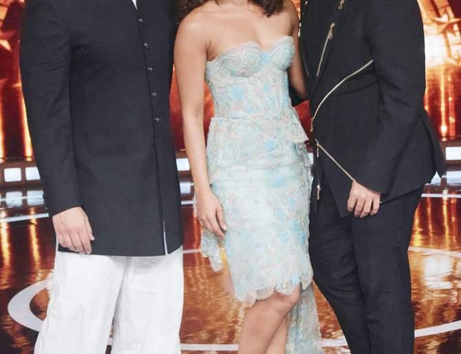 Priyanka Chopra loves to hit Karan Johar | करण जोहर मारायला प्रियांका चोप्राला आवडते