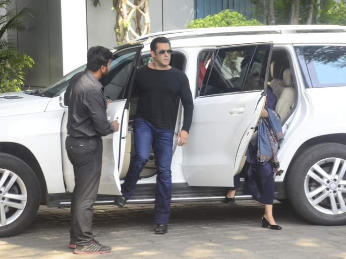Salman Khan's muddled look at the same car in the parking lot; Then something happened? | पार्किंगमधील एकसारख्या कार बघून सलमान खानचा झाला गोंधळ; मग काहीसे असे घडले?