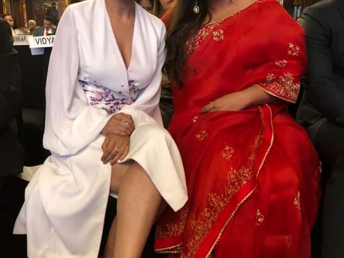 Vidya Balan's fan was felicitated by Sai Tamhankar | विद्या बालनची फॅन झाली सई ताम्हणकर