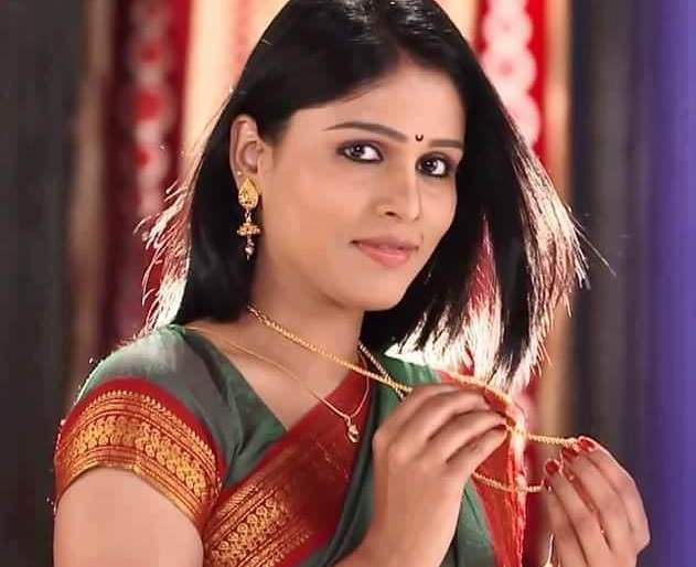 So Rana tells Pathakbai that you lived in the forest | म्हणून राणा पाठकबाईंना म्हणतो तुझ्यात जीवं रंगला