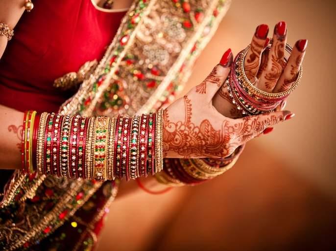 When buying wedding bracelets, take care of this! | लग्नाच्या बांगड्या खरेदी करताना 'ही' काळजी घ्यावीच !
