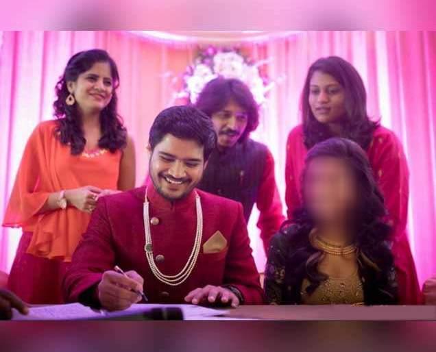 Congratulation: The famous actress of Marathi cinema has done a wedding with the actor, the photo she got in front of   Congratulation:मराठी चित्रपटसृष्टीतील या प्रसिद्ध अभिनेत्रीने या अभिनेत्यासह केले लग्न,समोर आले फोटो