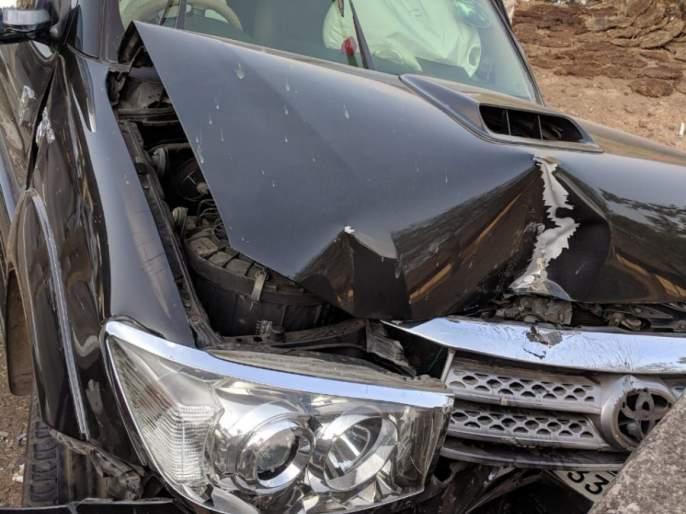 Prayer Behera and Aniket Vishwasrao's car hit a fatal accident, serious injury to prayer | प्रार्थना बेहेरे आणि अनिकेत विश्वासराव यांच्या गाडीला झाला भीषण अपघात, प्रार्थनाला झाली गंभीर दुखापत