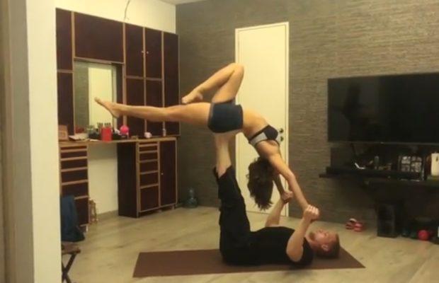 The reaction that the TV actress appeared on Yoga along with her husband, the video was viral, responded by fans | पती सोबत योगा करताना दिसली टीव्ही अभिनेत्री, व्हिडीओ व्हायरल होताच चाहत्यांनी दिल्या अशा प्रतिक्रिया