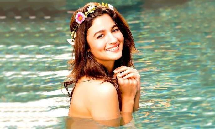 Alia Bhat tells me that I can never give my fans the push ...   अलिया भट सांगतेय मी माझ्या चाहत्यांना कधीही देऊ शकते हा धक्का...
