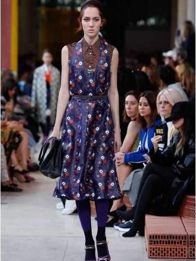 The hit of the youth is the 60th Floral Print's Fashion | तरुणांमध्ये हिट होतेय 60's फ्लोरल प्रिंटची फॅशन