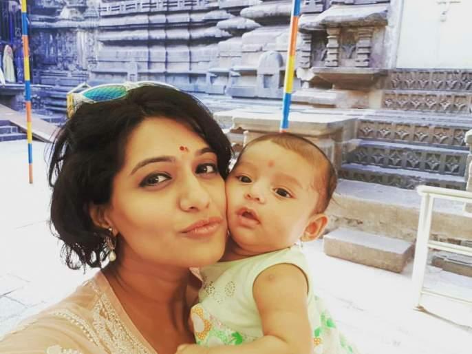 Urmila Kothare and her daughter Jija are self-reliant on social media viral   उर्मिला कोठारे आणि तिची मुलगी जिजाचा हा सेल्फी होतोय सोशल मीडियावर व्हायरल