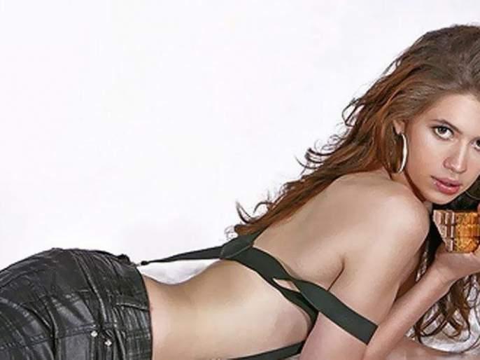 Kalki Kochlin in 'Naked' | 'नेकेड'मध्ये कल्की कोच्लिन