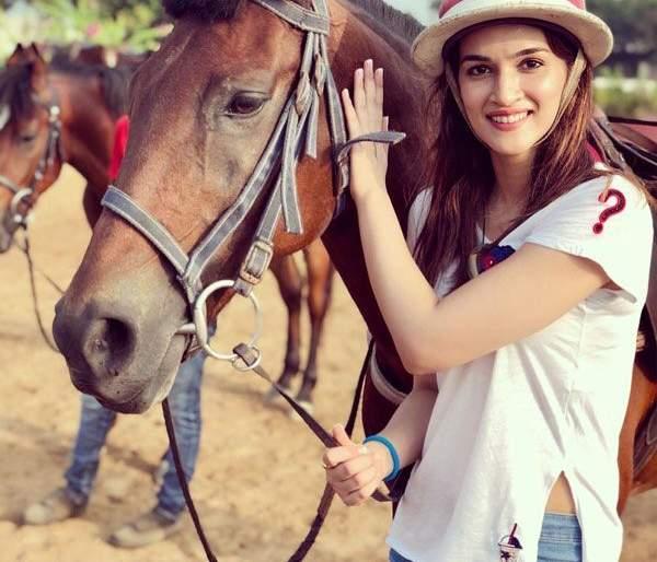 Kryti Sanan, who is taking horse training for 'Panipat', will start shooting shortly   'पानीपत'साठी घोडेस्वारीचे प्रशिक्षण घेतेय क्रिती सॅनन, लवकरच सुरू होणार शूटिंग