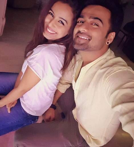 Manish Nagdev and Srishti Rhode, starring Kareena Chekharpuda, in this series of sacred relation | पवित्र रिश्ता या मालिकेत झळकलेला मनिष नागदेव आणि सृष्टी रोडेने केला साखरपुडा
