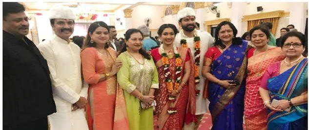 Milind Gawli's daughter got married ... Many celebrities from the Marathi industry have brought laurels   मिलिंद गवळी यांच्या मुलीचे झाले लग्न... मराठी इंडस्ट्रीतील अनेक सेलिब्रेटींनी लावली हजेरी