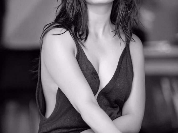 OMG: This hot hot photo of actress Prajakta Mali discusses social media? | OMG: अभिनेत्री प्राजक्ता माळीच्या याच हॉट फोटोची होतेय सोशल मीडियावर चर्चा ?
