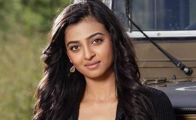Radhika Apte quotes, some producers direct the body of the producer in south-west industry | राधिका आपटे सांगतेय, दाक्षिणात्य इंडस्ट्रीत काही निर्माते थेट करतात शरीरसुखाची मागणी