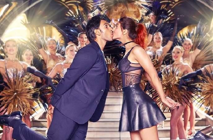 Ranveer Singh's 'Betrayer' Style in Paris Club | पॅरिसच्या क्लबमध्ये दिसणार रणवीर सिंगचा 'बेफ्रिके' अंदाज