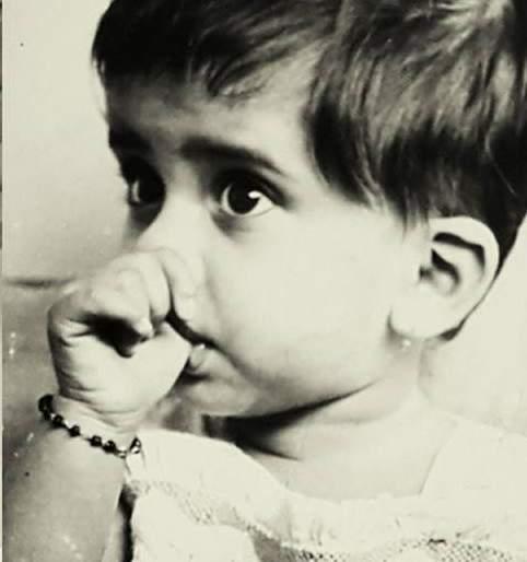 Identify who is the famous Marathi actress? | ओळखा पाहू कोण आहे ही प्रसिद्ध मराठी अभिनेत्री?