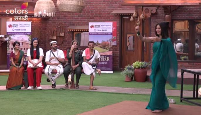 Usha Nadkarni becomes Gabbar in Bigg Boss and silk Tipnis sings on the song of Sridevi | बिग बॉस मराठीमध्ये उषा नाडकर्णी बनणार गब्बर तर रेशम टिपणीस थिरकरणार श्रीदेवीच्या गाण्यावर