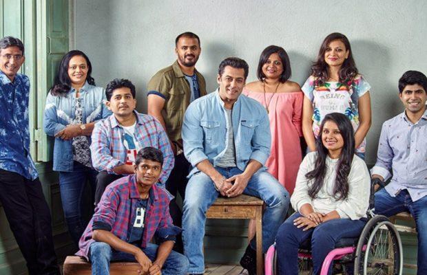 Salman Khan shared photos with real heroes !!   सलमान खानने खऱ्या हिरोज्सोबतचा फोटो केला शेअर!!