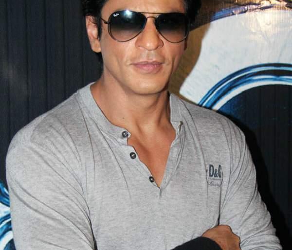 Shahrukh Khan starrer Salute movie revolves around role of actress   शाहरुख खान स्टारर सैल्यूट चित्रपटातून अभिनेत्रीच्या भूमिकेवर फिरणार कात्री, हे आहे त्यागील कारण