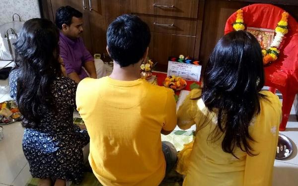 Shashank Ketkar's upcoming movie will tell you the names of the heroes! | शशांक केतकरच्या आगामी सिनेमातील नायिकांची नावं तुम्हाला भटजींकडूनच कळतील!