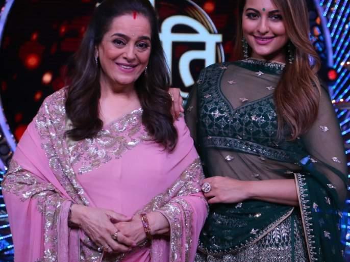Poonam Sinha with Lake Sonakshi, on the stage of 'Om Shanti Om' stage | लेक सोनाक्षीसह पूनम सिन्हा अवतरल्या 'ओम शांति ओमच्या' मंचावर