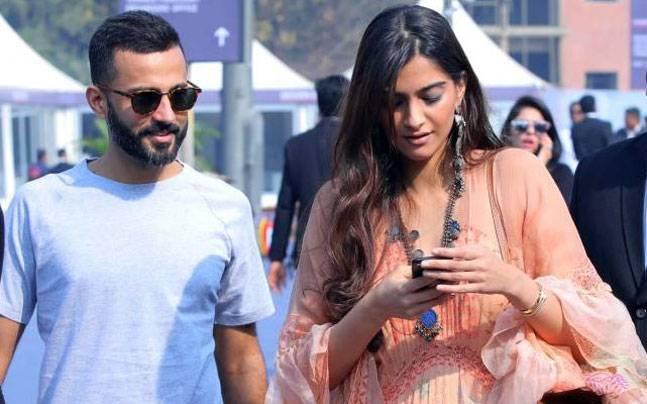 Sonam Kapoor's wedding date is confirmed, this Bollywood celebrity gets a wedding invitation!   सोनम कपूरच्या लग्नाची डेट झाली कन्फर्म, या बॉलिवूड सेलिब्रेटीना मिळाले लग्नाचे आमंत्रण !