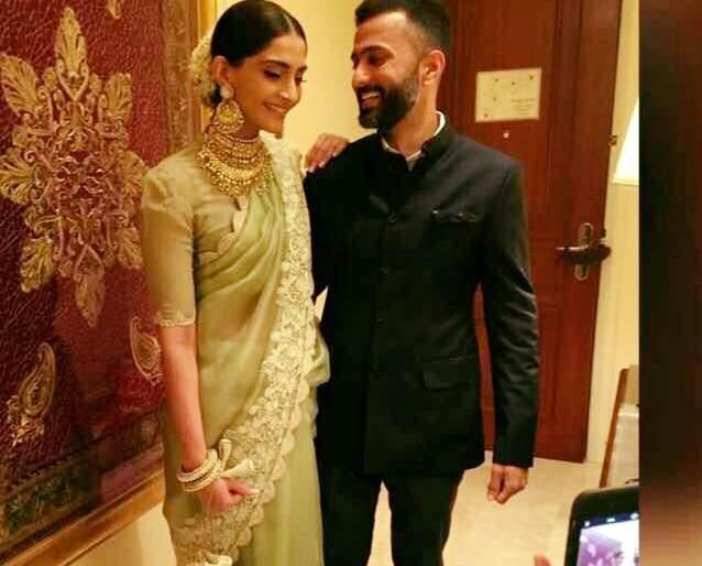Sonam Kapoor shared 'this' photo on Facebook, getting married in the month of marriage.   सोनम कपूरने फेसबूकवर शेअर केला 'हा' फोटो, या महिन्यात अडकणार लग्नाच्या बेडीत..