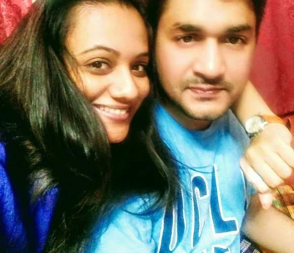 Sprha Joshi's husband Varad Lighate was a journalist | स्पृहा जोशीचा नवरा वरद लघाटे होता पत्रकार