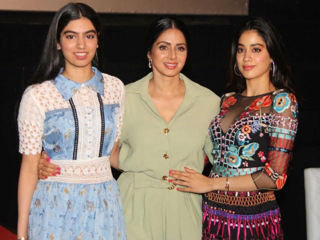 Will Bollywood's debut will be made by Sridevi, will she do the other?   श्रीदेवीची लेक जान्हवी करणार बॉलिवूड डेब्यु,तर दुसरी लेक करणार हे काम?वाचा सविस्तर