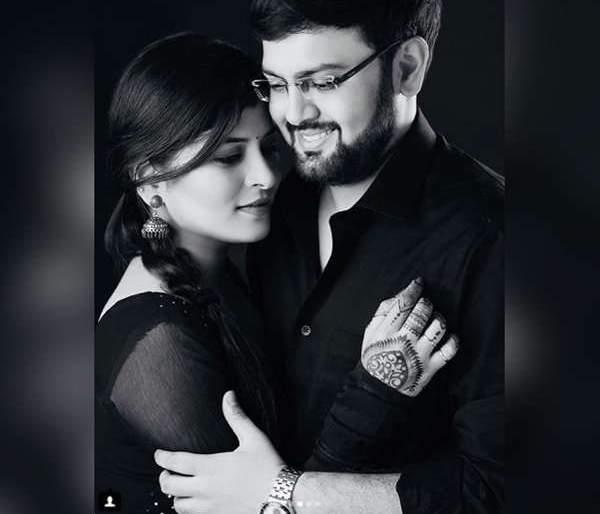 Pre-Wedding Photoshoot with Swami Ravindra's future husband, looks romantic   गायिका सावनी रविंद्रचं भावी पतीसह प्री-वेडिंग फोटोशूट, दिसला रोमँटिक अंदाज