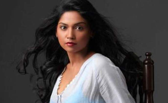 Actor Usha Jadhav became a singer | अभिनेत्री उषा जाधव बनली गायिका