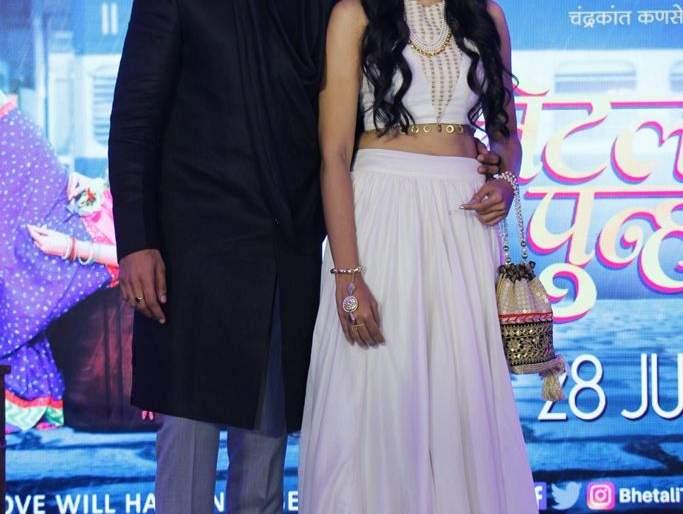 The trailer of 'Bhailee Tu reh' is displayed in the lead role of Vaibhav Talist and Pooja Sawant!   वैभव तत्ववादी आणि पूजा सावंत यांची प्रमुख भूमिका असलेल्या 'भेटली तू पुन्हा' चा ट्रेलर प्रदर्शित!