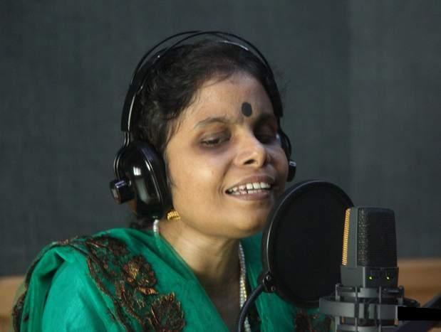 Vijayalakshmi music is a non-stop concert!   विजयालक्ष्मीच्या संगीताची नॉन-स्टॉप मैफल!