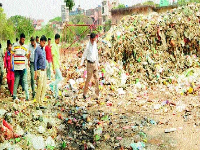 Aurangabad District Collector Dumping Ground | औरंगाबाद जिल्हाधिकारी उतरले डंपिंग ग्राऊंडवर