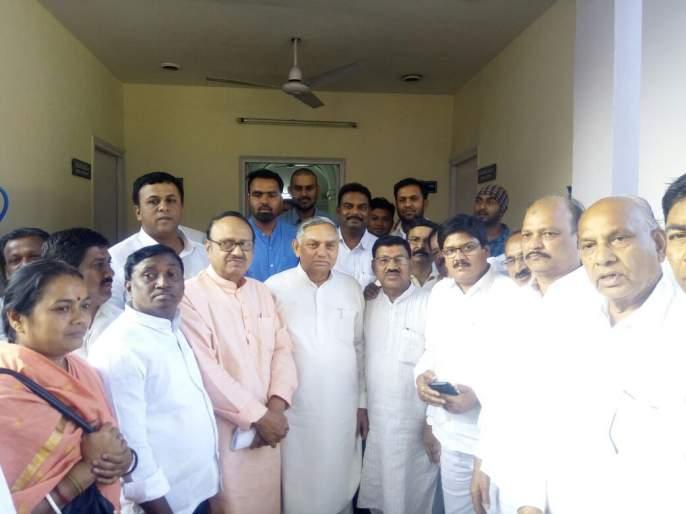 Take action back against former minister Satish Chaturvedi | माजी मंत्री सतीश चतुर्वेदींवरील कारवाई मागे घ्या