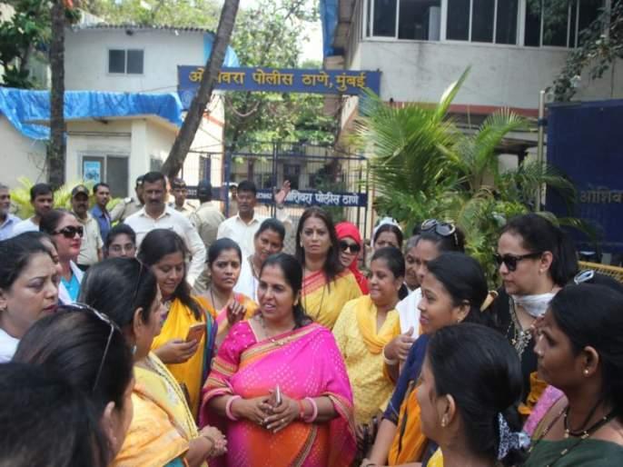 #MeToo : Women Congress protest against Nana Patekar | #MeToo : नाना पाटेकरांना अटक करा, ओशिवरा पोलीस ठाण्यावर महिला काँग्रेसचा मोर्चा