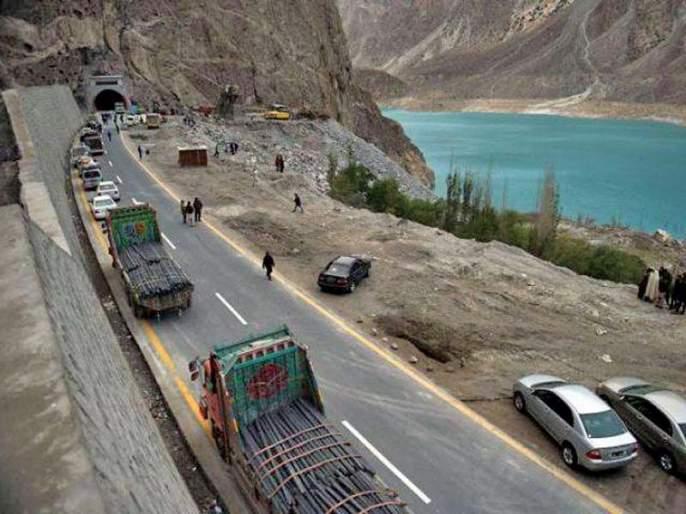 China's push to Pakistan! Due to corruption, cash in hand towards Pakistan's road projects | चीनचा पाकिस्तानला दे धक्का! भ्रष्टाचारामुळे महत्वकांक्षी CPEC रस्ते प्रकल्पांचा रोखला पैसा